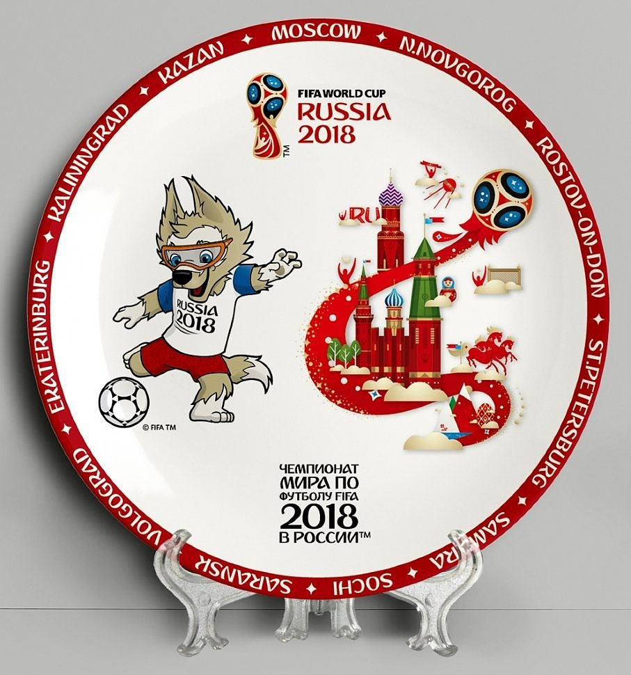 Павлопосадские платки, сумки, гжель и новая сувенирная продукция в честь FIFA 2018